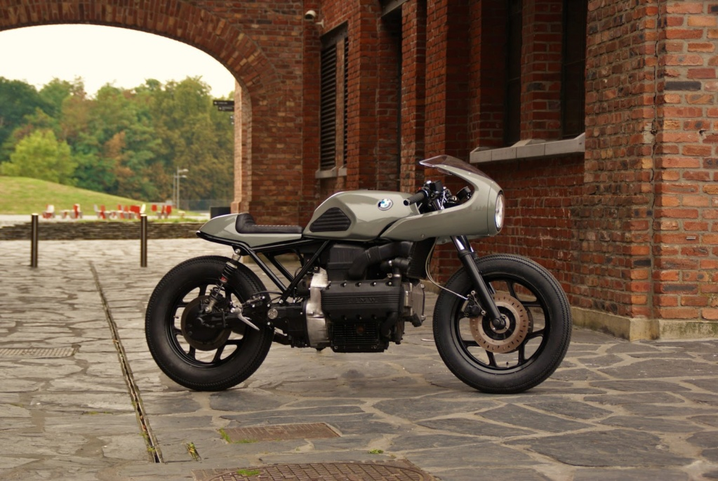 C'est ici qu'on met les bien molles....BMW Café Racer - Page 9 Deep_c10