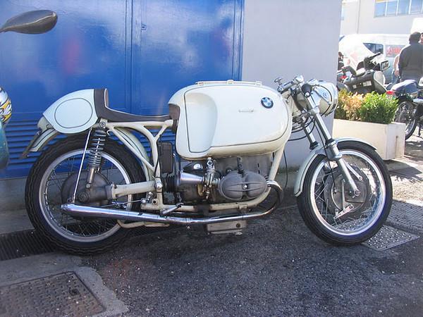 C'est ici qu'on met les bien molles....BMW Café Racer - Page 10 Immagi10
