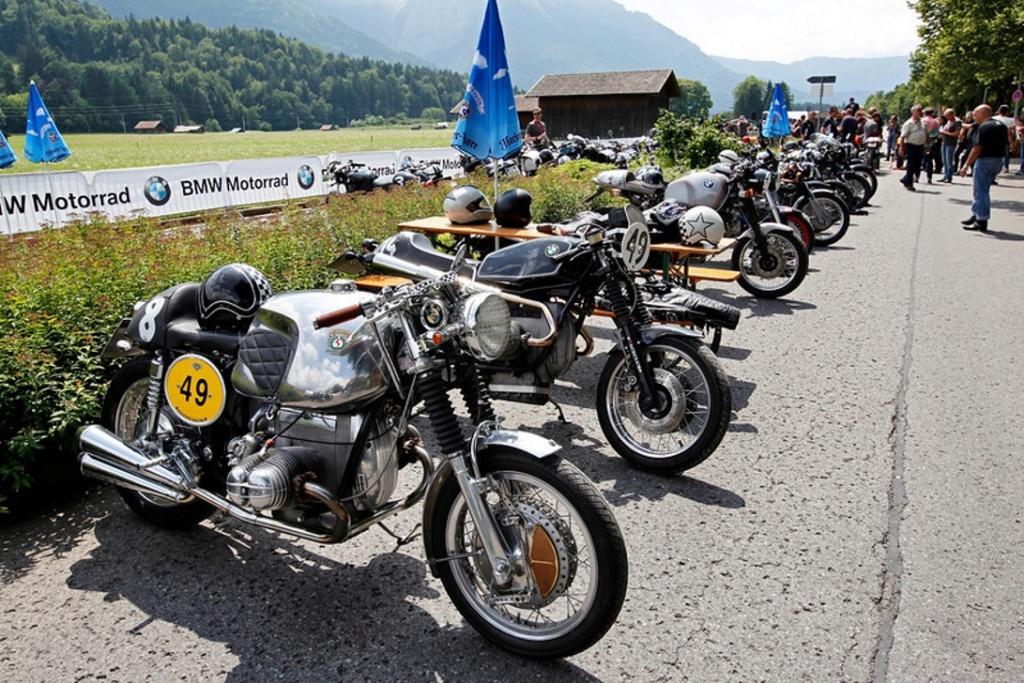 C'est ici qu'on met les bien molles....BMW Café Racer - Page 12 P9012710