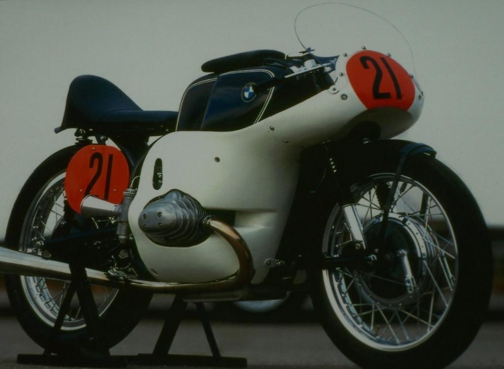 C'est ici qu'on met les bien molles....BMW Café Racer - Page 11 Tumblr12