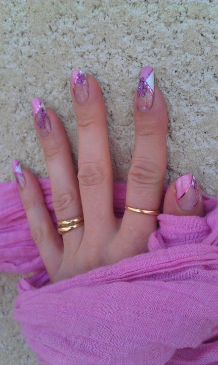 French Manucure aux ongles des mains  24782810