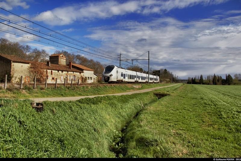 Photos et vidéos de la ligne Bordeaux - Toulouse - Narbonne - Sète (2007-2013) - Page 38 Img_0810