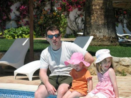 Alex Woolfall 'knows': 'The Last Photo', and other photos of Madeleine in Praia da Luz  - Page 2 Ap10