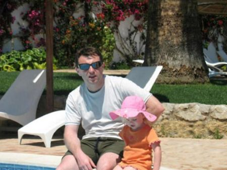 Alex Woolfall 'knows': 'The Last Photo', and other photos of Madeleine in Praia da Luz  - Page 2 App10