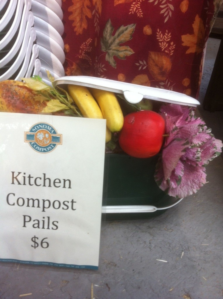 Show us your kitchen compost container - Page 5 Heirlo23