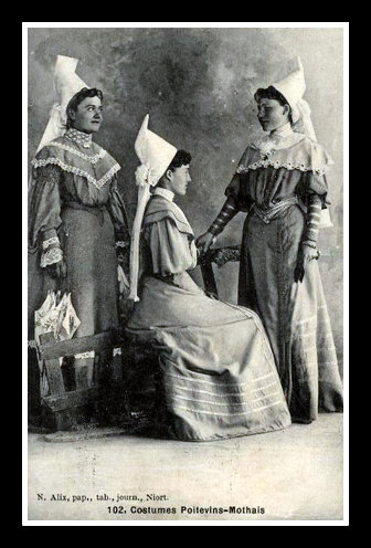 Etude de coiffes et de costumes - Page 2 La_mot11