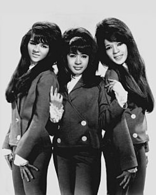 RONNIE SPECTOR Img_2044