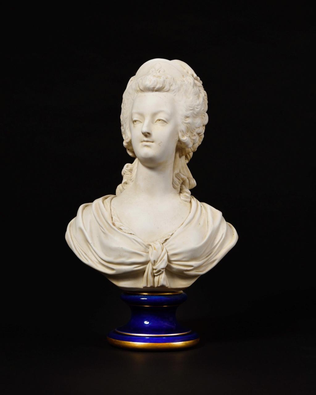 A vendre: bustes Marie Antoinette - Page 9 15532511