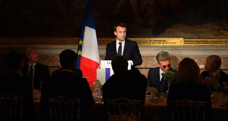 Macron investit Versailles 22380111