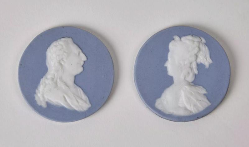 A vendre: Louis XVI et Marie Antoinette - Page 6 Sans_t11