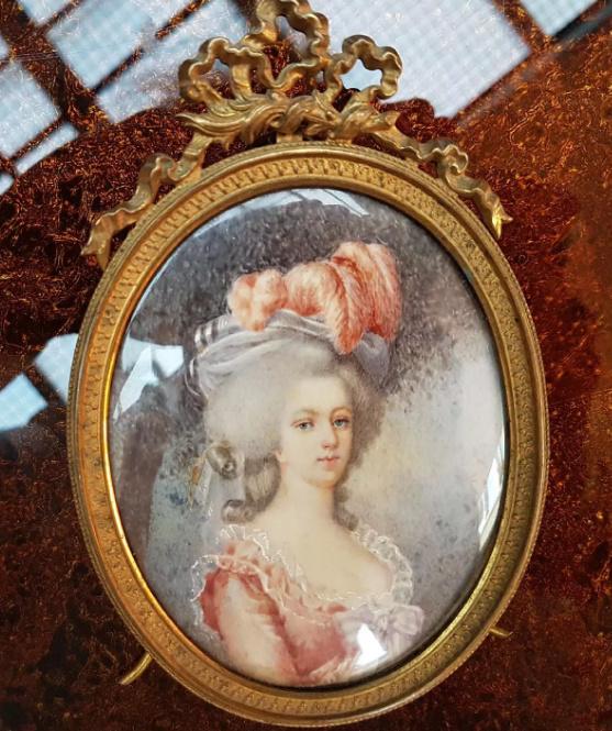 A vendre: miniatures de Marie Antoinette et de ses proches - Page 15 Tzolzo11
