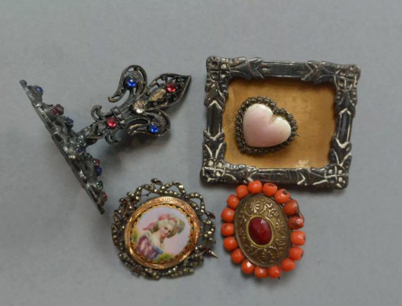 A vendre: miniatures de Marie Antoinette et de ses proches - Page 14 Tzolzo21