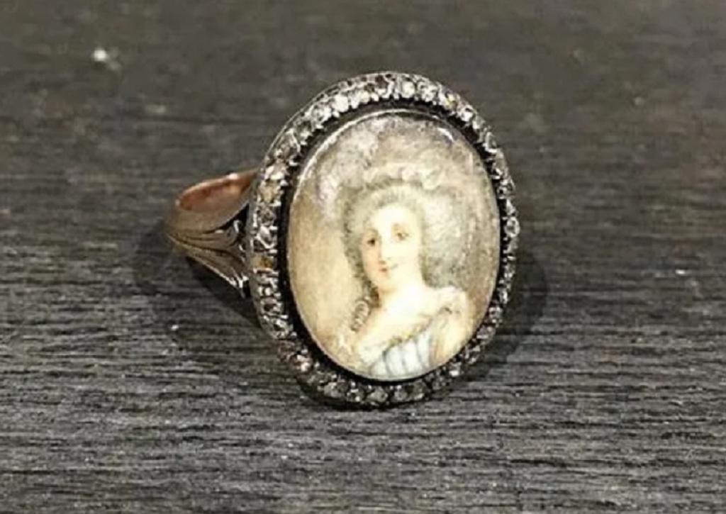 A vendre: miniatures de Marie Antoinette? - Page 8 Zducz15