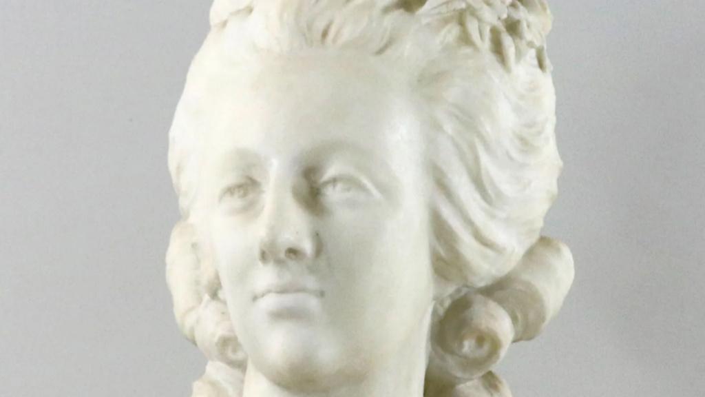 A vendre: bustes Marie Antoinette - Page 9 Zlougr12