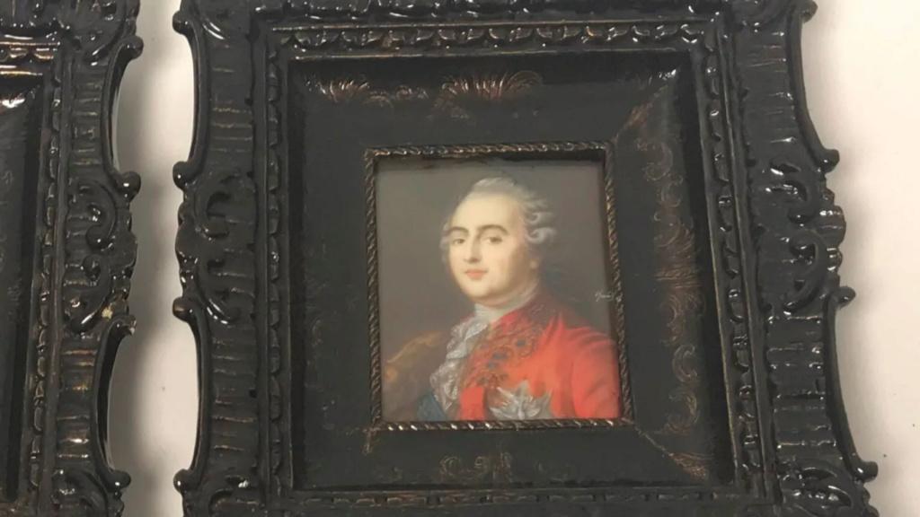 A vendre: miniatures de Marie Antoinette et de ses proches - Page 15 Zlougr17