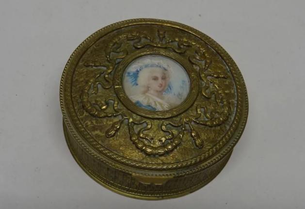 A vendre: miniatures de Marie Antoinette et de ses proches - Page 15 Zlougr25