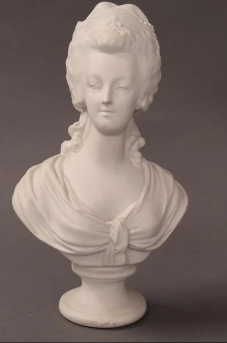 A vendre: bustes Marie Antoinette - Page 9 Zlougr27