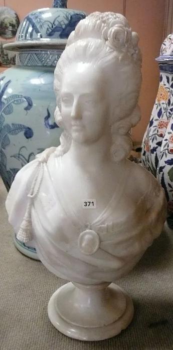 A vendre: bustes Marie Antoinette - Page 10 Zzzz15
