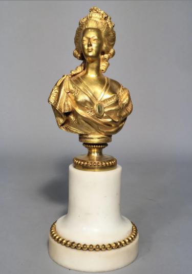 A vendre: bustes Marie Antoinette - Page 10 Zzzz210