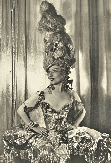 Madame Capet ou Cécile Sorel dans le métro en 1944 3ef03a10