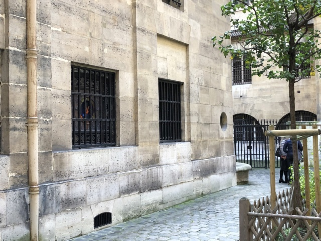 La cellule de Marie-Antoinette à la Conciergerie   - Page 6 54106910