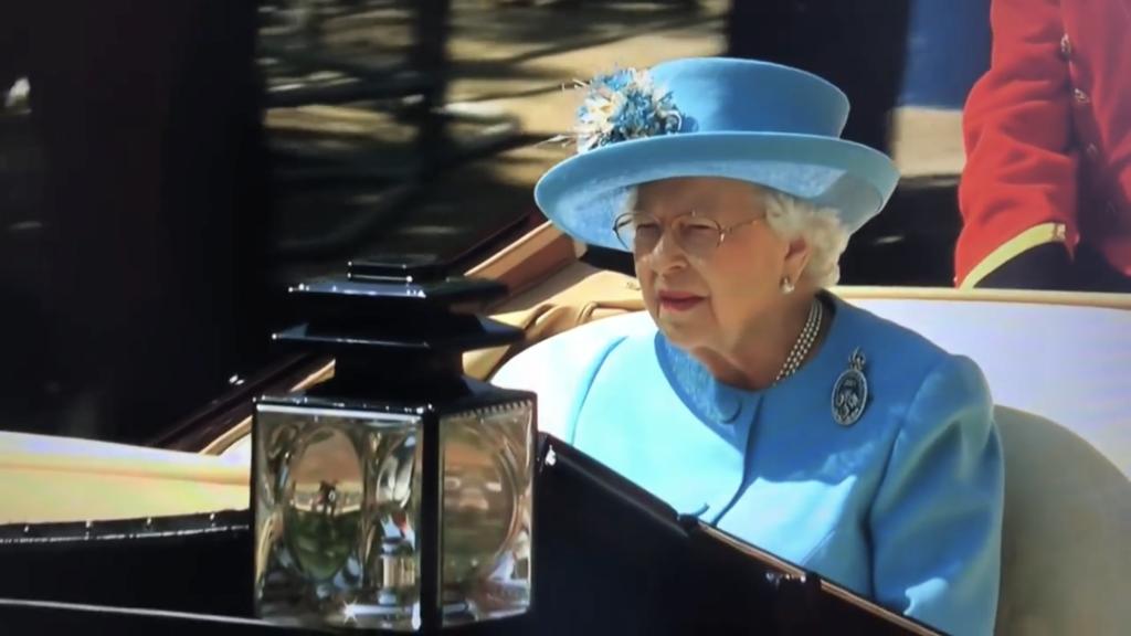 La reine Elizabeth II - Page 6 61917010