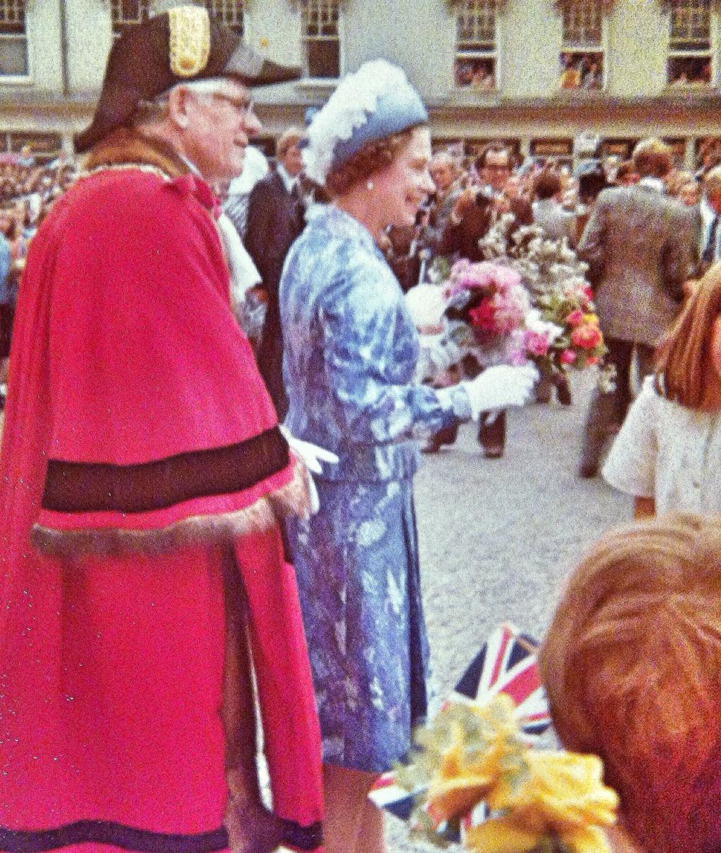 La reine Elizabeth II - Page 6 62337810