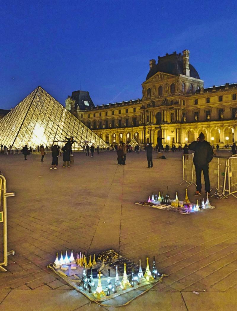 Les 30 ans de la pyramide du Louvre - Page 2 69102310