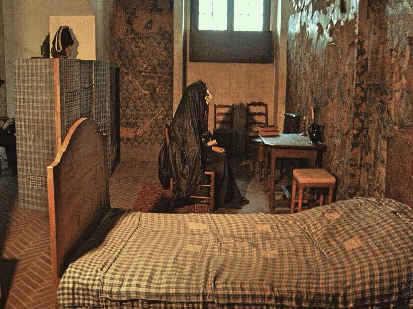 La cellule de Marie-Antoinette à la Conciergerie   - Page 6 77e9d710
