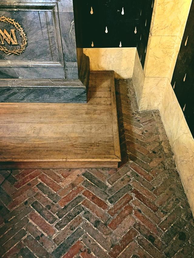La cellule de Marie-Antoinette à la Conciergerie   - Page 6 9865aa10