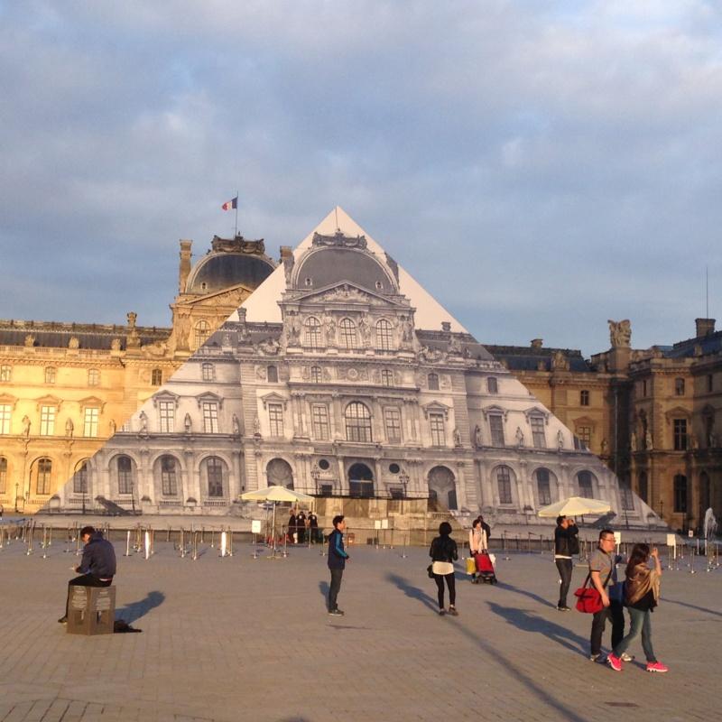 Les 30 ans de la pyramide du Louvre - Page 2 A9443810