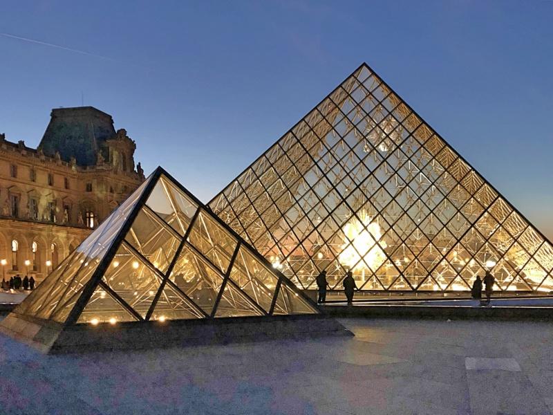 Les 30 ans de la pyramide du Louvre - Page 2 A99fcf10