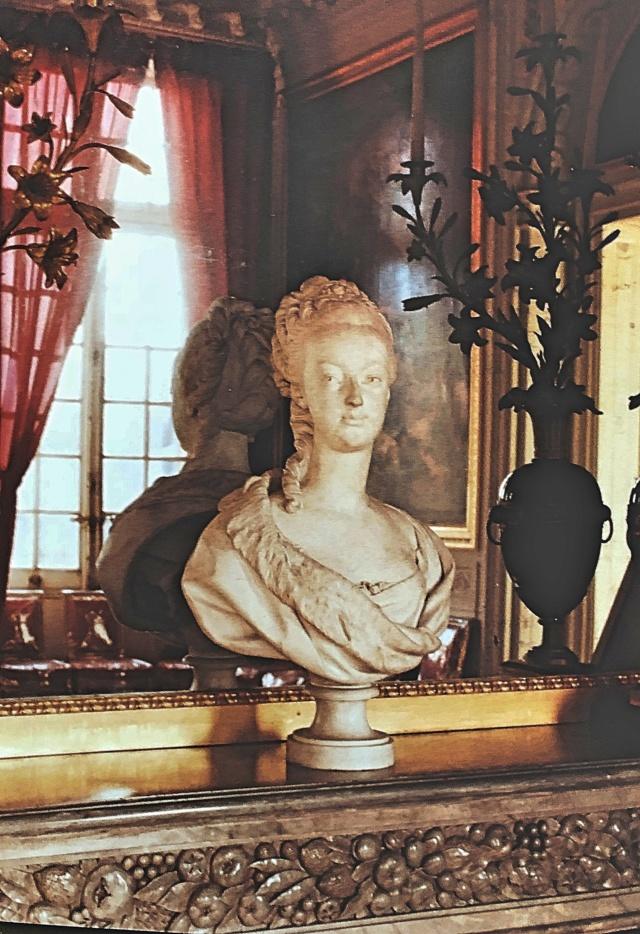 La visite du Petit Trianon: La salle à manger - Page 2 B048ac10