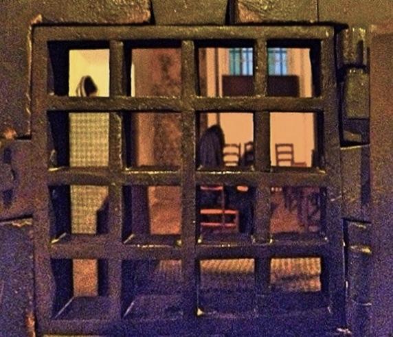 La cellule de Marie-Antoinette à la Conciergerie   - Page 6 Ba28c810