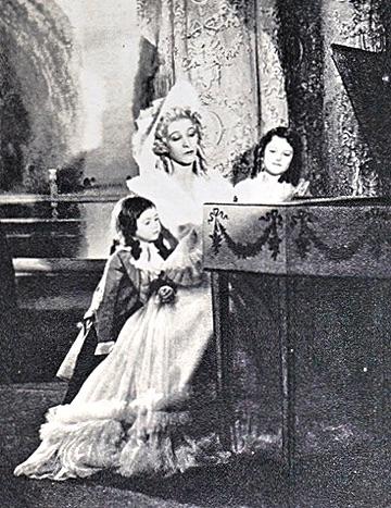 Madame Capet ou Cécile Sorel dans le métro en 1944 Dd612110