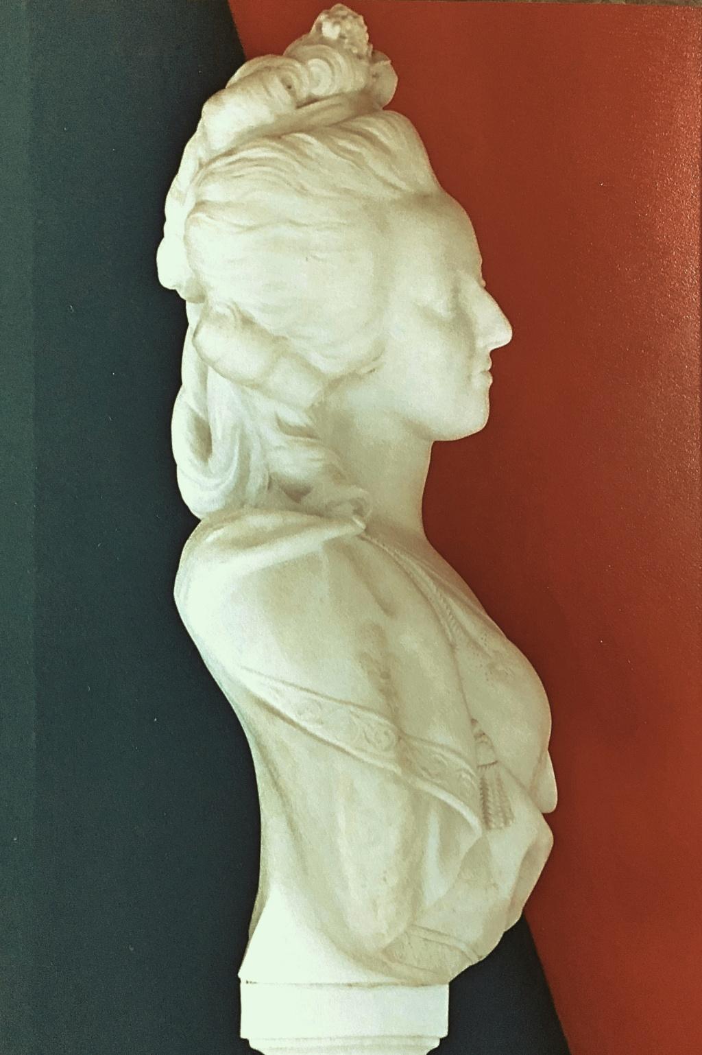 Bustes de Marie Antoinette par et d'après Félix Lecomte - Page 2 Edfcb010
