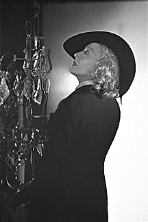Madame Capet ou Cécile Sorel dans le métro en 1944 Fb247610