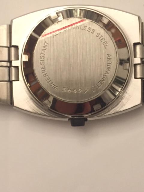 Jaeger -  [Postez ICI les demandes d'IDENTIFICATION et RENSEIGNEMENTS de vos montres] Tissot10