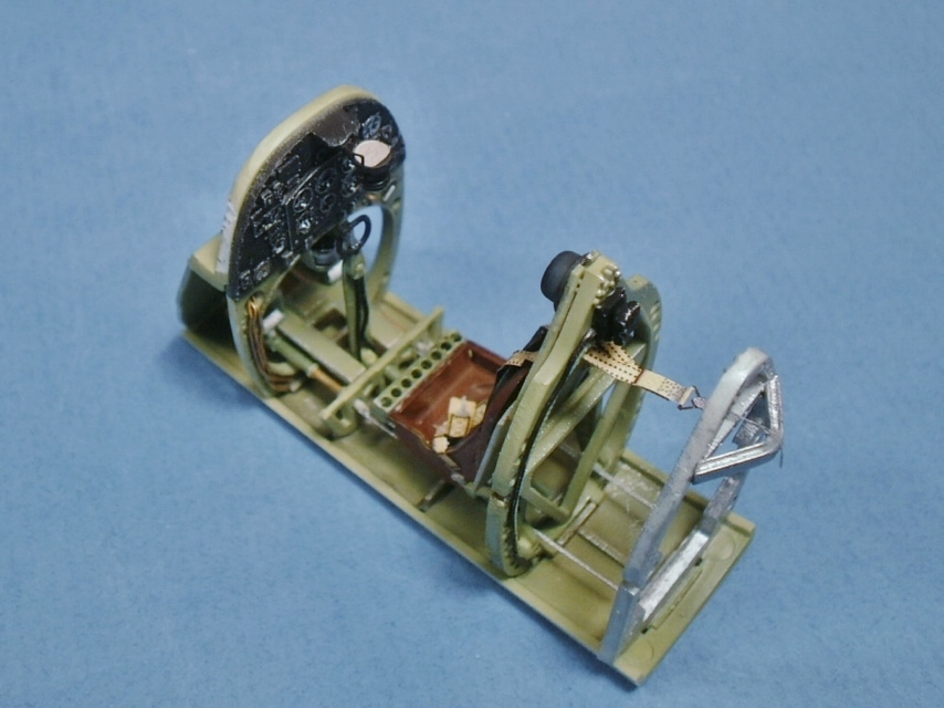 "Spitfire Mk IX e Revell 1/32 + décals Tamiya 1/4  ""Dauphine "" 0425"