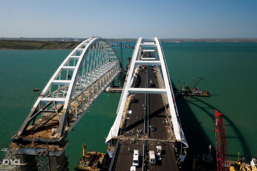 Появилось видео столкновения крана с Крымским мостом Image510