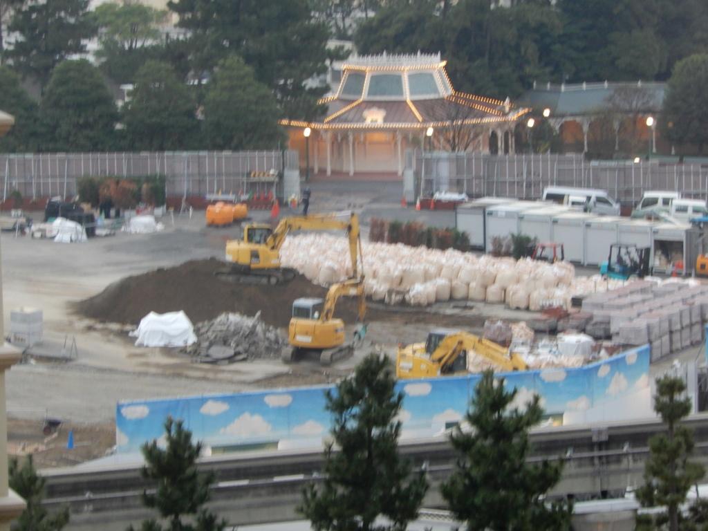 [Tokyo Disneyland] Rénovation de la Séquence d'Entrée Dscn2812