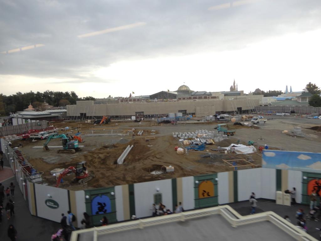 [Tokyo Disneyland] Rénovation de la Séquence d'Entrée Dscn3115