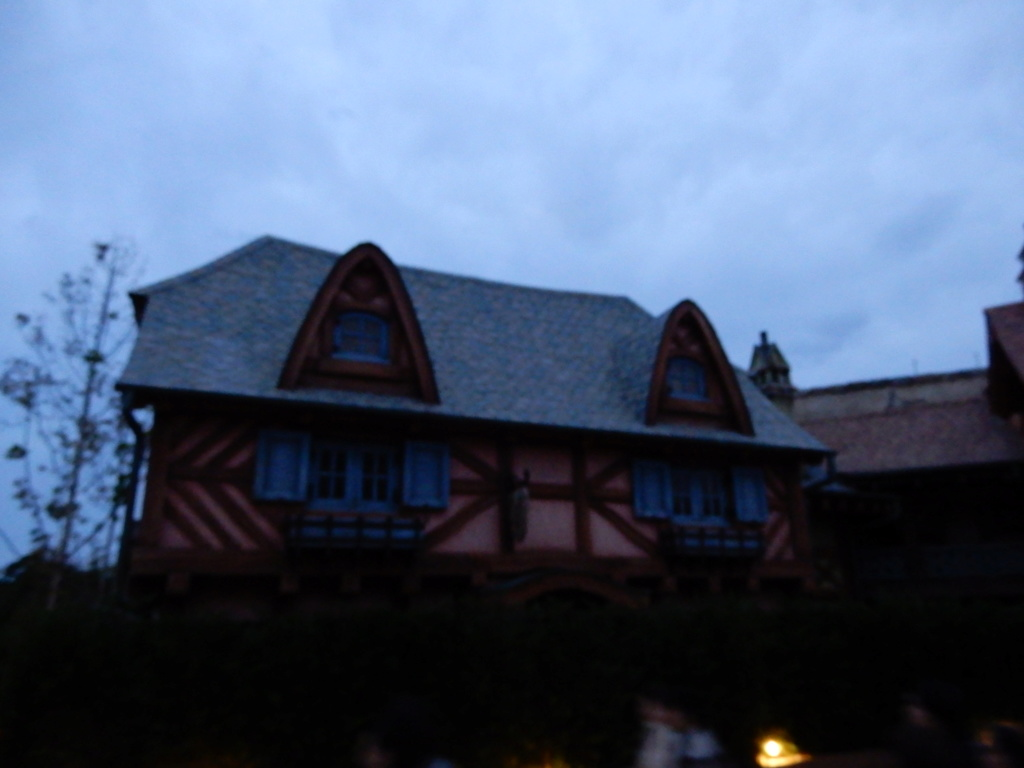 [Tokyo Disneyland] Nouvelles attractions à Toontown, Fantasyland et Tomorrowland (28 septembre 2020)  - Page 7 Dscn7518