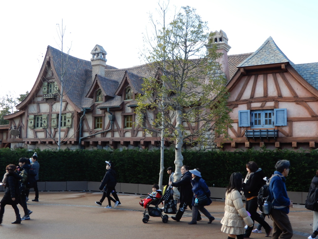 [Tokyo Disneyland] Nouvelles attractions à Toontown, Fantasyland et Tomorrowland (28 septembre 2020)  - Page 7 Dscn8412