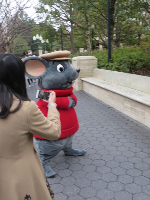 Incivilité à Shanghai Disneyland - Un guest frappe Duffy ... Img_3811