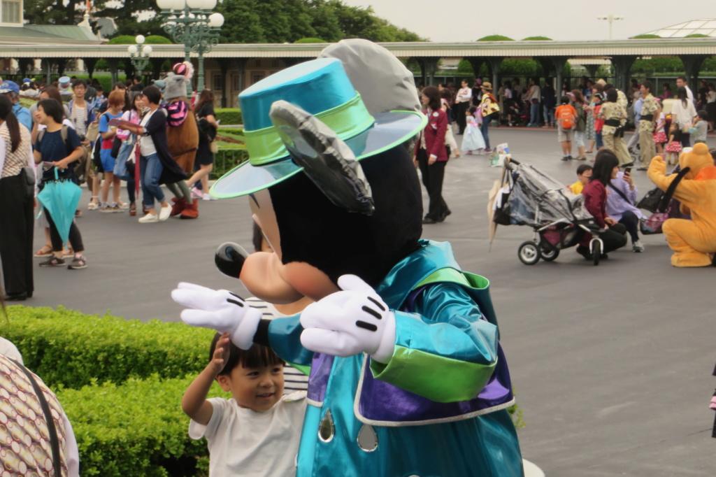 Incivilité à Shanghai Disneyland - Un guest frappe Duffy ... Img_6510