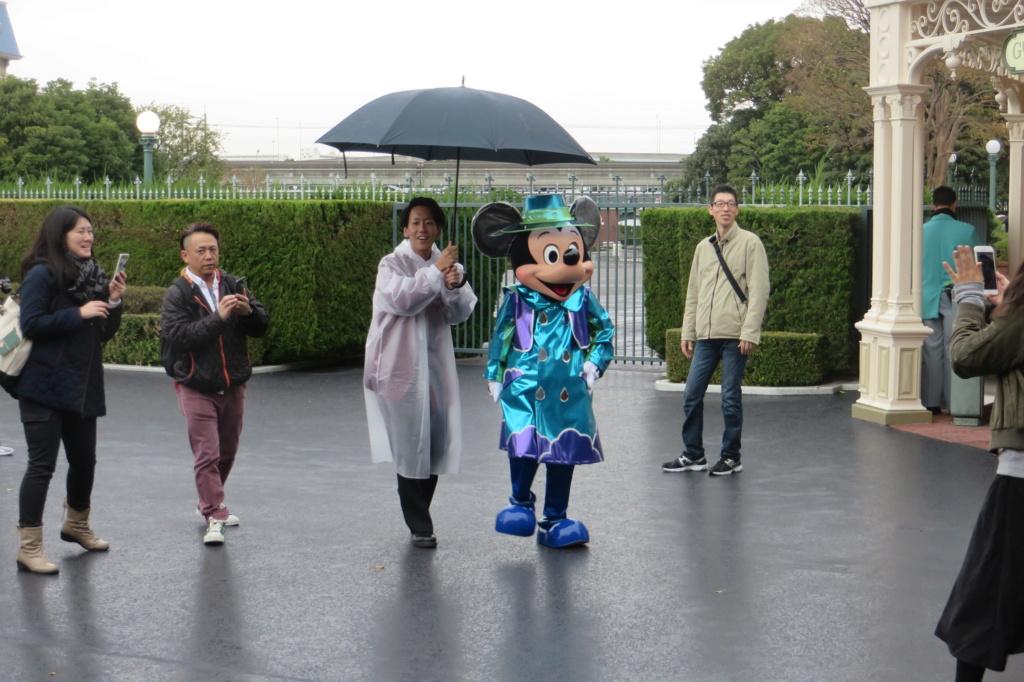 Incivilité à Shanghai Disneyland - Un guest frappe Duffy ... Img_7910