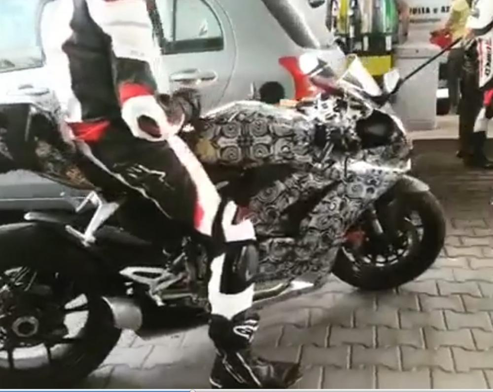 """Une nouvelle Ducati Panigale """" Mid-Size"""" ? B_duca10"""