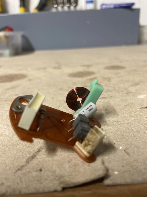 Réparation d'une montre électromécanique (motometer 77) de R100S dont l'aiguille des secondes se bloque.  4632e210