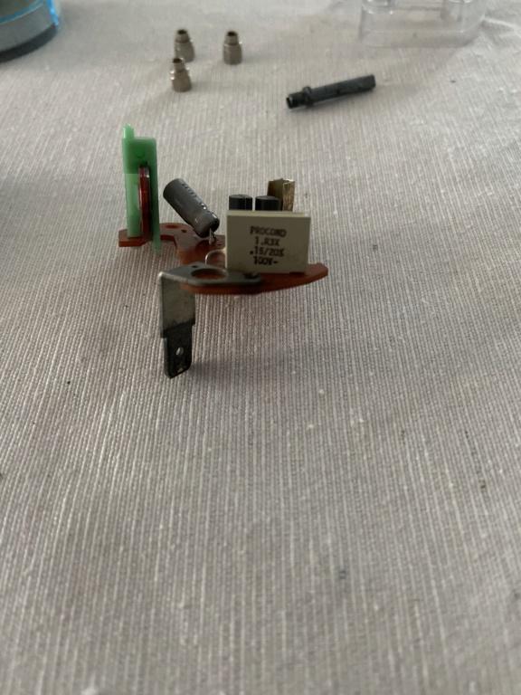 Réparation d'une montre électromécanique (motometer 77) de R100S dont l'aiguille des secondes se bloque.  F5b17e10